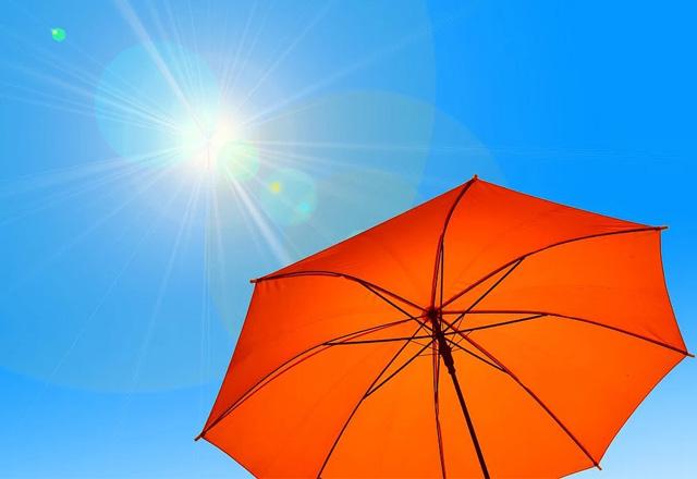 陽射しと傘